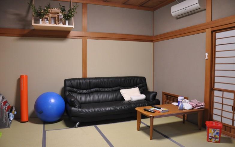 【画像11】選手がくつろぐ部屋はもちろん和室。畳は入れ替えたので新しい(写真撮影:嘉屋恭子)