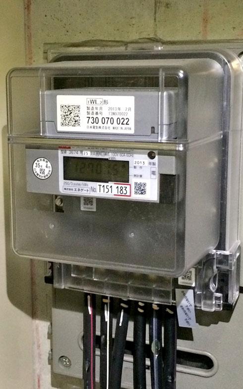【画像1】円盤が回転する電気メーターから、いつのまにかスマートメーターへ交換されていた(写真撮影:井村幸治)