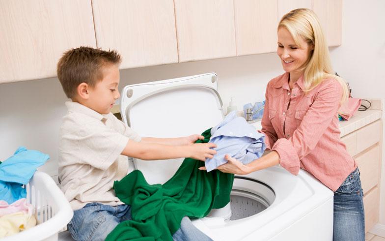 親子で洗濯物をたたもう! 子どもにもできる家事のお手伝い