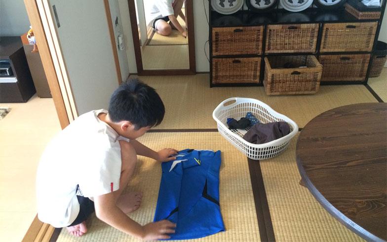 【画像2】乾いたその日に自分の衣類は自分でたたむ(写真撮影/古堅純子)