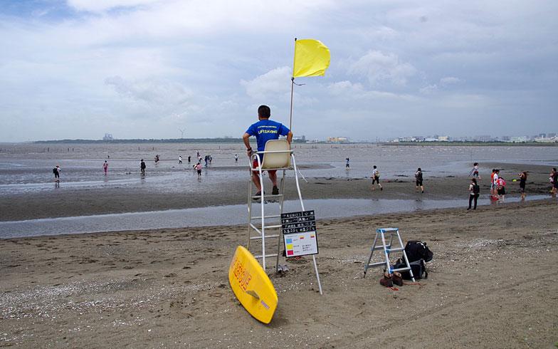 【画像3】遊泳可能な日には監視員が常駐します(写真撮影:玉置豊)