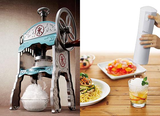 【画像1】かき氷専門店のように、口に入れた瞬間に溶けてしまうような柔らかい氷を削れる『本格かき氷屋さんのふわふわ氷かき器』(画像左)、スタイリッシュなデザインが気軽に使える『大人の氷かき器』(画像右) 画像提供/株式会社ドウシシャ