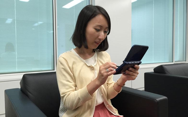 【画像7】プレイ中の京極さん。ゲームをつくった本人も夢中になっているような……?(写真撮影:SUUMOジャーナル編集部)