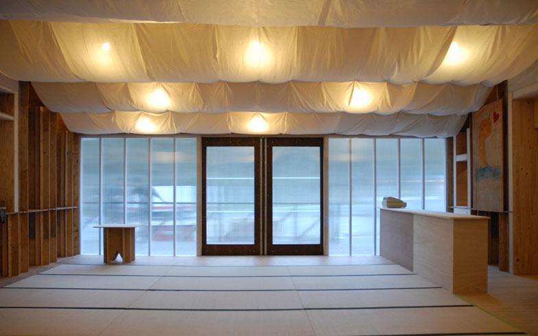 【画像2】『南三陸ベニヤハウス』内部にある集会室。明るく清々しい(画像提供:小林・槇デザインワークショップ/写真撮影:小林博人)