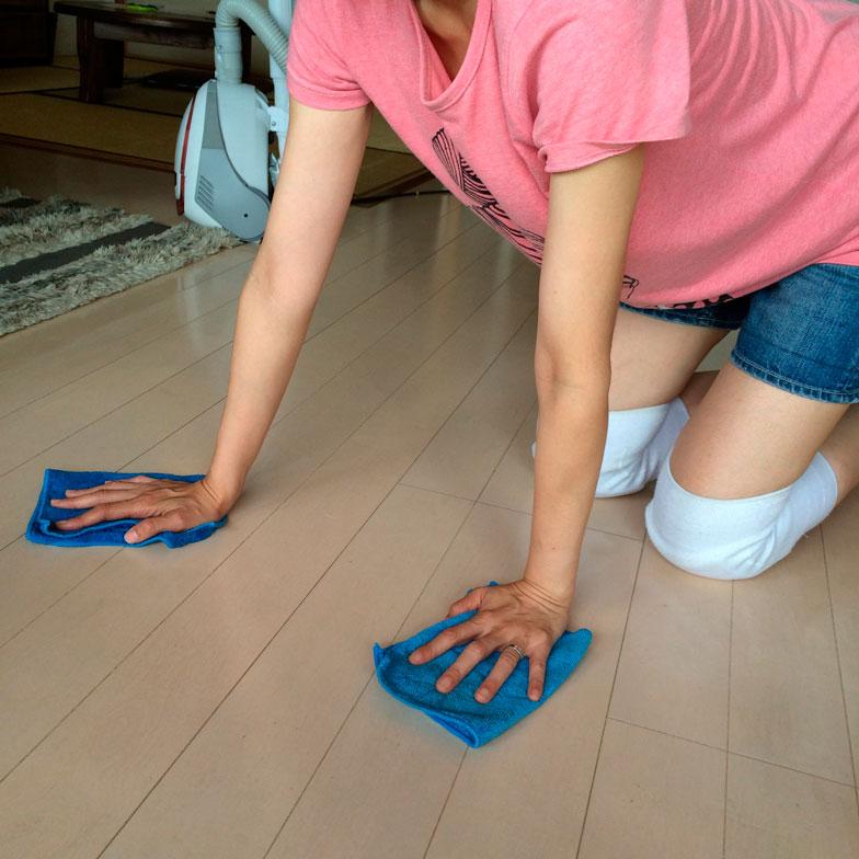 【画像5】水拭き、乾拭きで床がサッパリ気持ちよく(写真撮影/古堅純子)