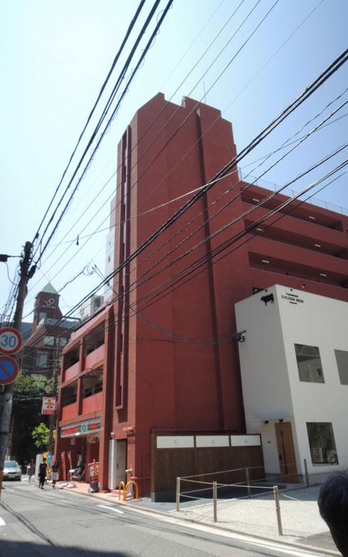 【画像1】3階まではテナント、4階以上は猫飼育OKの賃貸住宅。キャットステップが設置された部屋もある(写真撮影:アポロ計画)