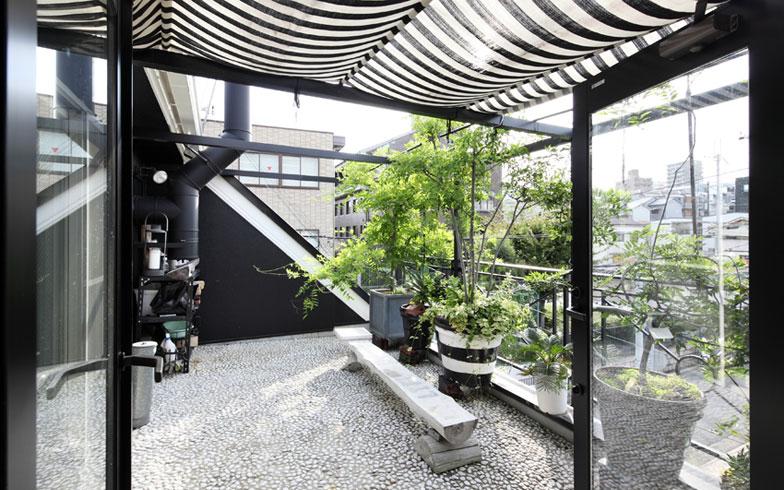 【画像10】3階のバルコニーは都会でも風が通り、気持ちが良い(写真撮影:NOB川谷)