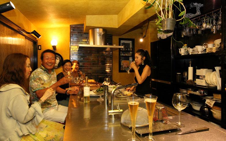 【画像11】あっと言う間に、手際良く次々とお料理が出てきて、ホームパーティーが始まった!(写真撮影:NOB川谷)