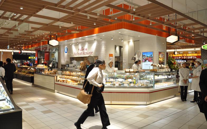 【画像14】惣菜ショップには、神奈川の人気店なども登場し、地元色もかいま見える(写真撮影:嘉屋恭子)