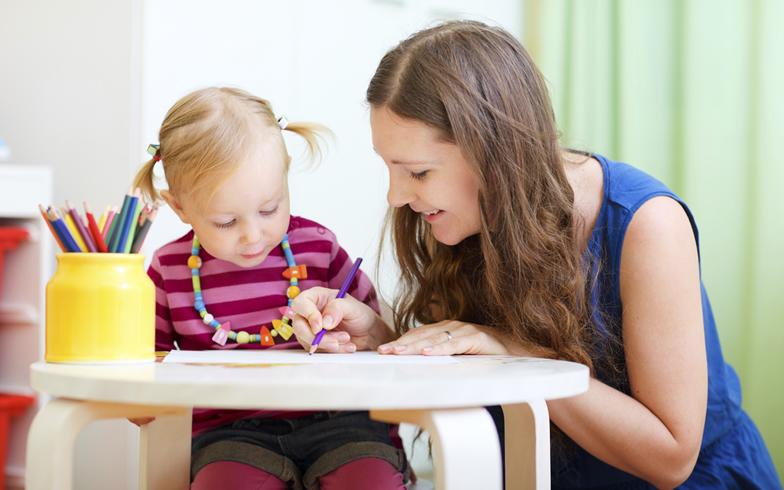"""共働き家庭で大学生が""""子育てインターン""""。どんな仕組み?"""