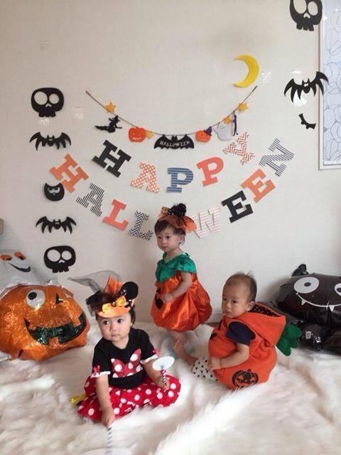 """【画像1】かぼちゃやコウモリなどのアルミバルーンや、""""Halloween""""の英語のバナーを吊るすと、ワクワク感がアップ(画像提供:バースデーバンク役員、日本バースデープランナー協会)"""