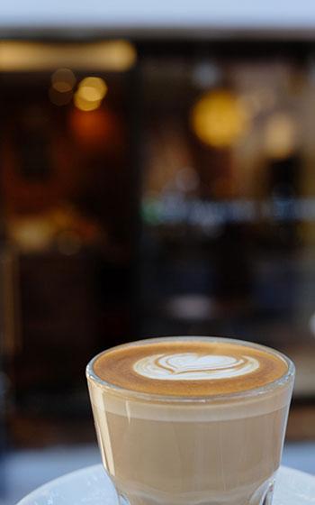 【画像2】コーヒーを飲む際は、コーヒーだけを飲んで風味の違いを楽しんでほしいと石井さん(画像提供:AMAMERIA ESPRESSO)