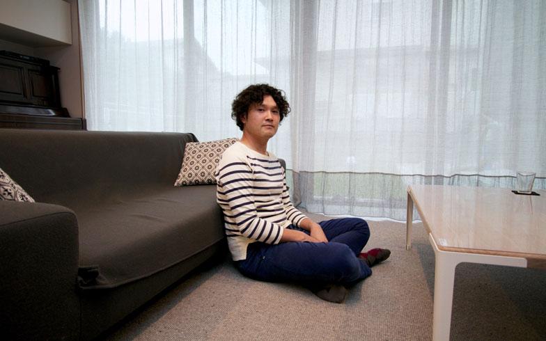 【画像1】堀田将矢さん。誤解されていることとは何なのだろう? 「実際にカーペットの暮らしをお見せして説明しますので、我が家に来てください」とのお誘いをいただいた!(写真撮影:井村幸治)
