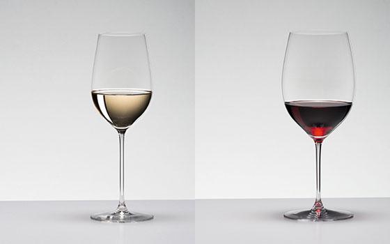【画像1】左:白辛口タイプの『リースリング/ジンファンデル』用のグラス、右:赤しっかりタイプの『カベルネ・ソーヴィニヨン/メルロー』(画像提供:リーデル・ジャパン)