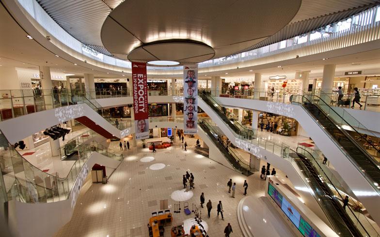 【画像8】モールの中央にある吹抜けスペース「光の広場」(写真撮影:井村幸治)