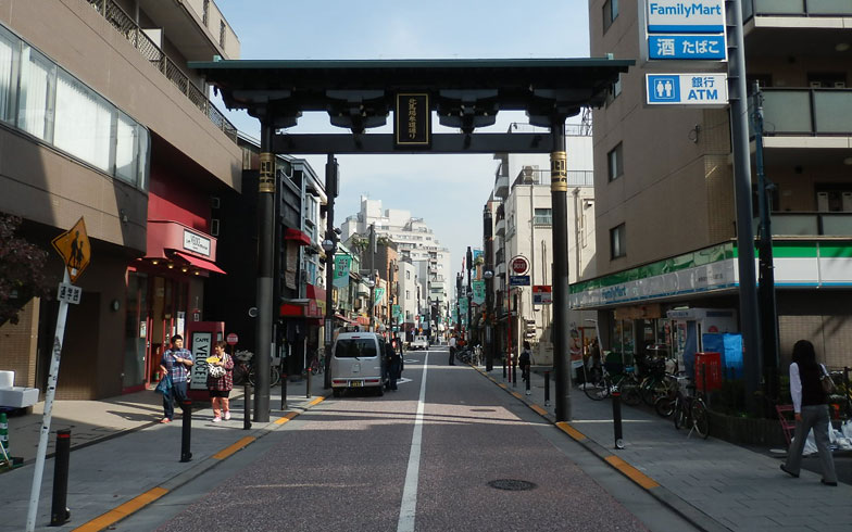 【画像1】きれいに整備された北馬場参道通り(写真撮影:石原たきび)