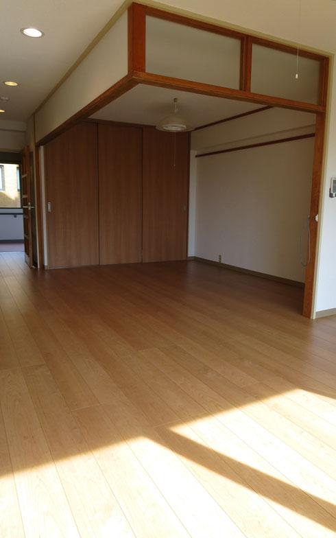 【画像4】居間+和室の1LDK(43.73m2)を全フローリングにリフォームした住戸(写真撮影:藤井繁子)