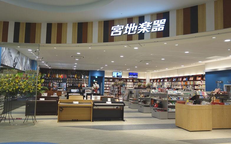 【画像12】ゆったりした店舗で楽器や楽譜を選べる「宮地楽器」。常駐の楽譜コンシェルジュからアドバイスをもらうことも可能です(撮影:金井直子)