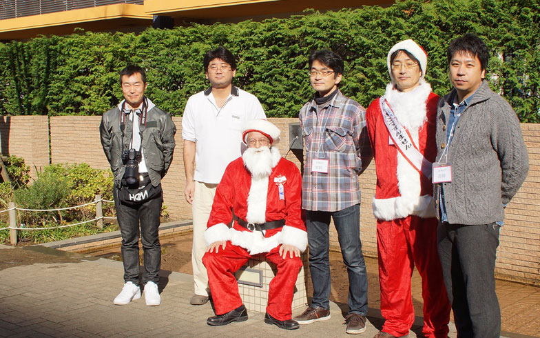 【画像3】今回の取材に協力いただいた理事のみなさん。クリスマスイベント中の1枚(画像提供:ブラウシア管理組合)