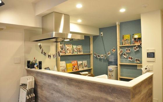 【画像4】DIYに関する書籍も多数あり、貸し出しもOK。DIYのアイデアをもらうことができる(撮影:嘉屋恭子)