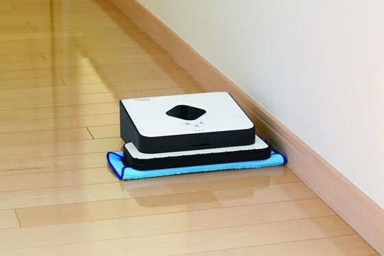 【画像5】床ふきロボット「ブラーバ」/アイロボット(画像提供:ビックカメラ有楽町店)