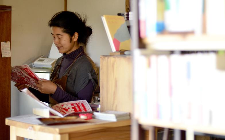 【画像1】一人でお店を切り盛りする村上さん(写真撮影:藤川満)