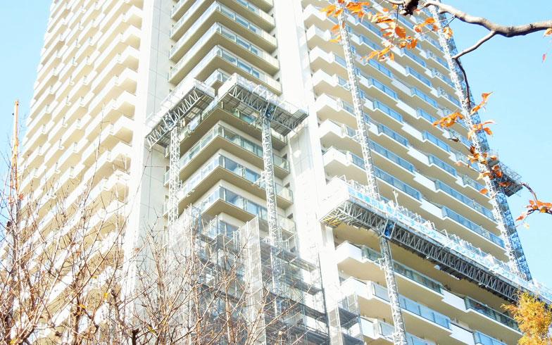 55階建てタワーマンションの大規模修繕工事が開始、その難しさとは