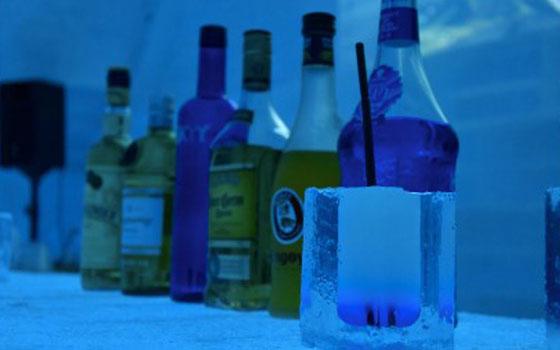 【画像2】温かい飲み物やお酒が楽しめるアイスバー(画像提供:アイスヒルズホテル in 当別 実行委員会)