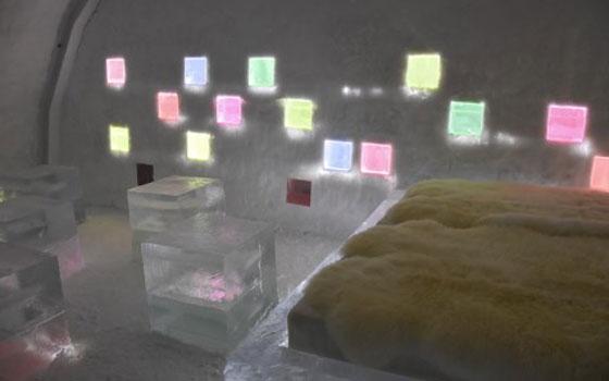 【画像3】寝袋にくるまって最長12時間まで過ごせる滞在体験棟は、北海道内のアーティストがインテリアをデザイン(画像提供:アイスヒルズホテル in 当別 実行委員会)