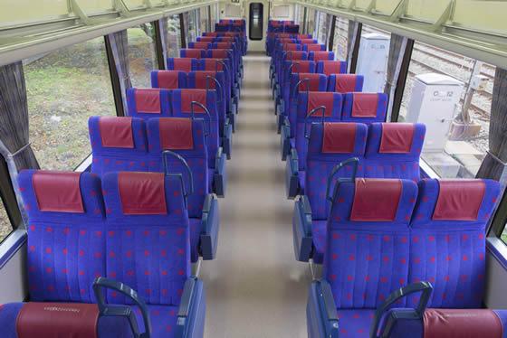 【画像1】モーニング・ウィング号の車内。100%座れるというのは、新しい試みといえそう(画像提供:京急電鉄)