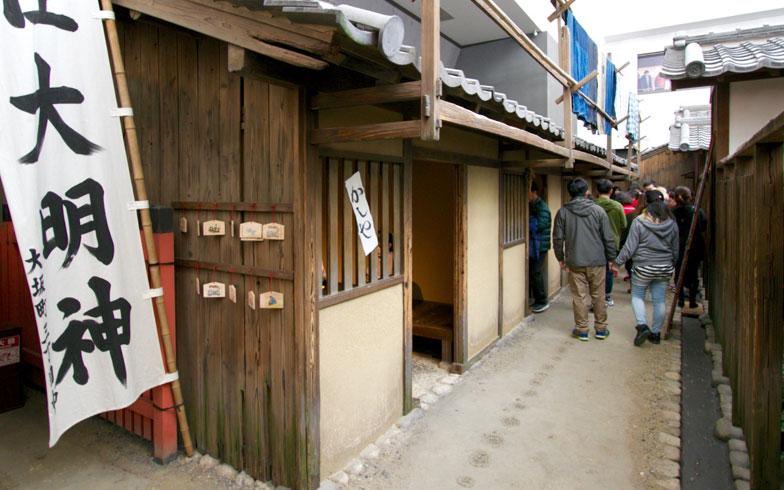 【画像1】「大阪くらしの今昔館」に再現された江戸時代の大阪の町並み。裏通りにある4軒長屋のうち、1軒が空室すなわち