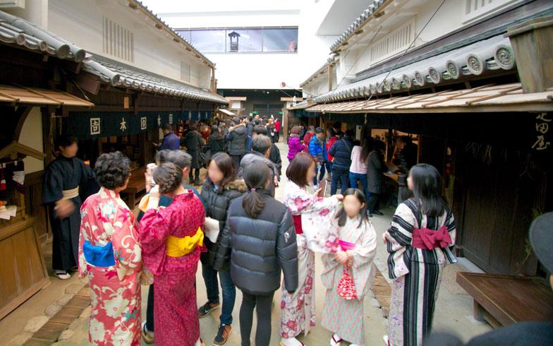 【画像7】30分300円の着物レンタルは海外からの観光客にも大人気。先着300名限定なので開館直後から行列ができていた!(写真撮影:井村幸治)