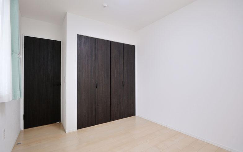 【画像10】洋室/現在は未使用だが、いずれは子ども部屋のひとつにするつもり。子どもは男の子・女の子なのでそれぞれに個室を与えたいという希望がかなうのもこの間取りの優れているところ(写真撮影/柴田ひろあき)