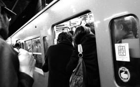 満員電車に驚愕!上京後のカルチャーショックランキング