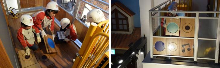 【画像5】「バルコニー工事」の様子。1Fからリフトで荷上げしたパネルを手すりに取り付けていく(写真撮影/SUUMOジャーナル編集部)
