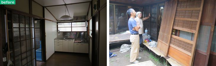 【画像5】左:旧家の浴室ガラス戸。一枚しかなく使い道に悩んだが、昭和レトロな模様ガラスが捨てがたかった。右:施主支給した建具を現場でどう合わせるか思案する大工さんと建具屋さん。建具は傷んでいてガラスもなくなり、寄せ集めなので色味もバラバラ(写真撮影/長井純子)