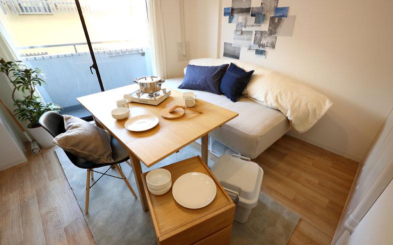 【画像6】天板を広げると大きなダイニングテーブルに(写真撮影:飯田照明)