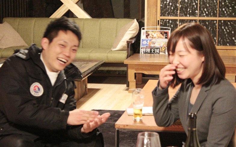 【画像1】地域の方とすっかり仲良しのここりさん(写真右)(撮影:SUUMOジャーナル編集部)