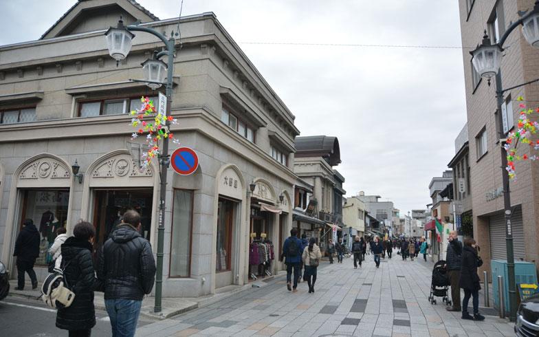 【画像1】石造りの商店が並ぶ「大正浪漫夢通り」(写真撮影/次にくる住みたい街はここだっ!取材班)