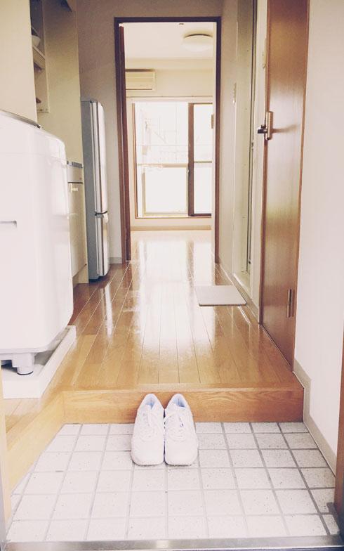 【画像2】玄関にはその日履く靴だけ置いています(写真:佐々木典士さん)