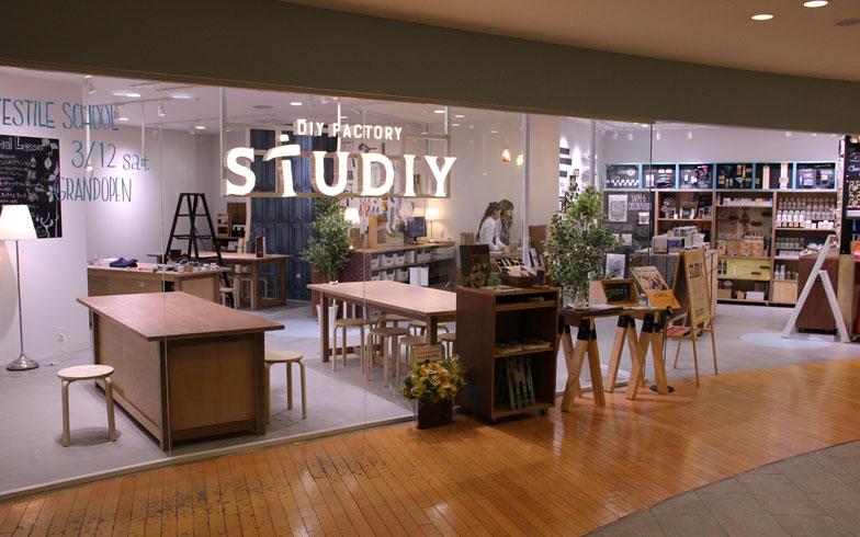 【画像4】「DIY FACTORY STUDIY」の外観。なんばパークスの同じフロア(5F)にはABCクッキングスタジオもある(画像提供/大都)