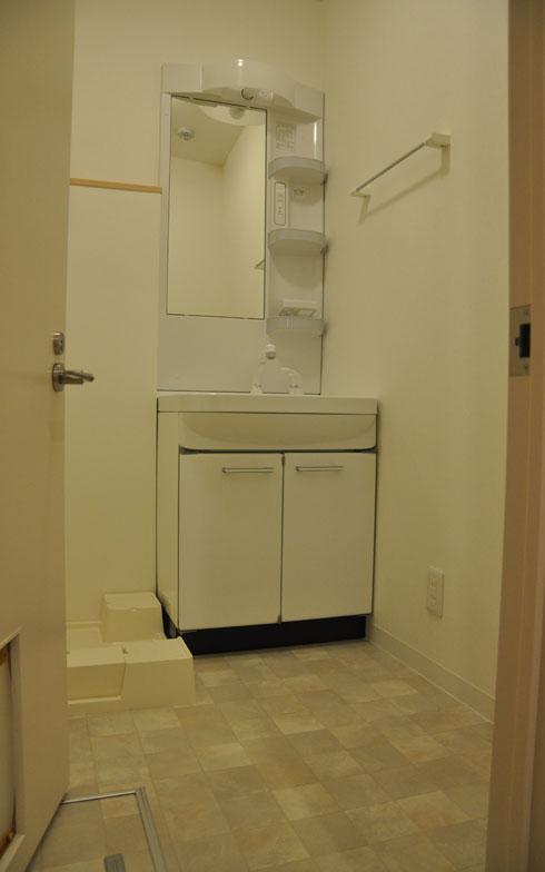 【画像2】洗面所には猫トイレ2台おける広さを確保。換気口をつけたため、トイレのニオイがこもることはない(写真撮影:嘉屋恭子)