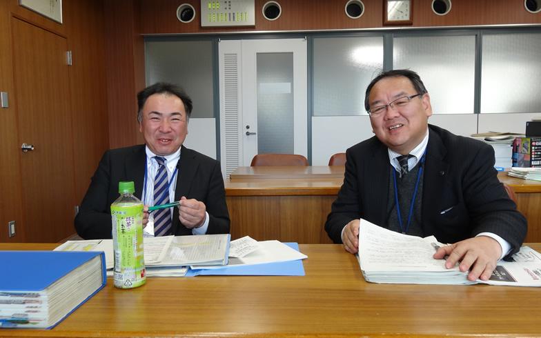 【画像1】法水さん(左)と齋藤さん(右)。とてもフレンドリーなおふたりでした。法水さんはゆるい移住参加者のお父さんのような存在です(写真撮影:SUUMOジャーナル編集部)