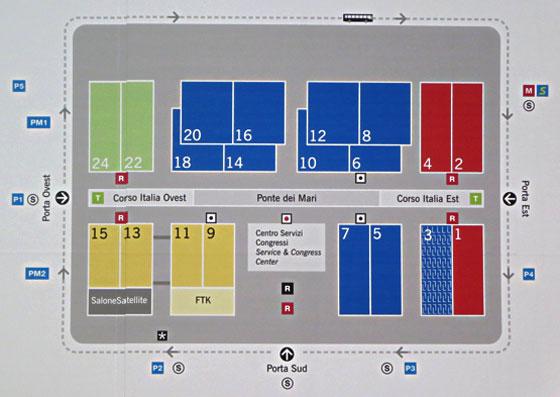 【画像3】見本市会場配置図、赤・青が家具、黄がキッチン&設備、緑がバス洗面、グレーが若手デザイナーのパビリオン。3番パビリオンが、新設された高級ブランドカテゴリー「xLux」(写真撮影/藤井繁子)