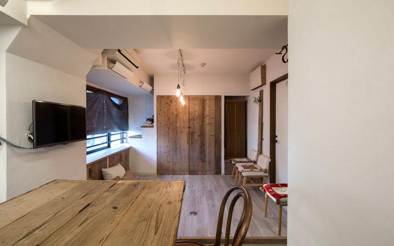 【画像1】キッチンからリビング方向を望む。ワンルーム空間にリビングとの間にキッチンから土間を通した面白いプラン!(画像提供:ミサワホームイング)