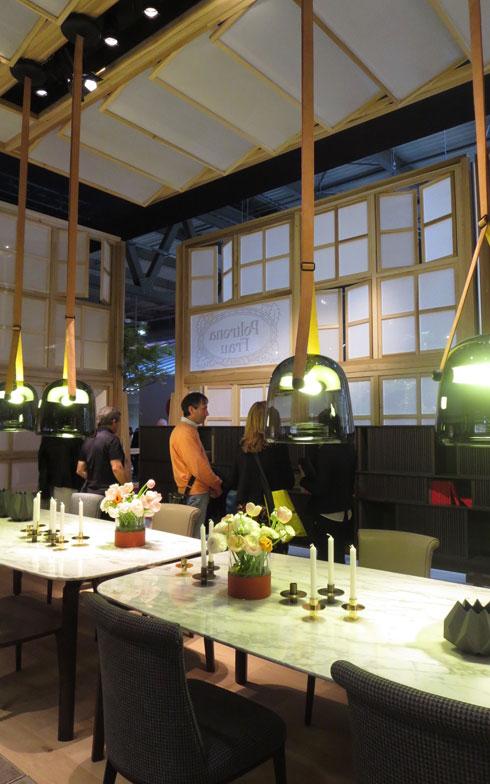 【画像8】Poltrona Frau社では新作テーブル「Nabucco」の上に灯されたペンダント照明に目を奪われた!このガラスも素敵な