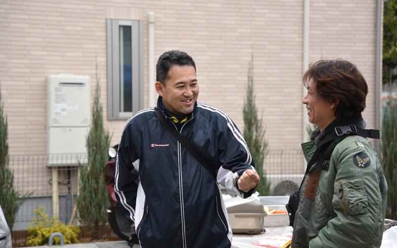 【画像1】オーナーの田口さん(写真左)。住人にとっては頼れる大家さんだ(写真撮影:榎並紀行)