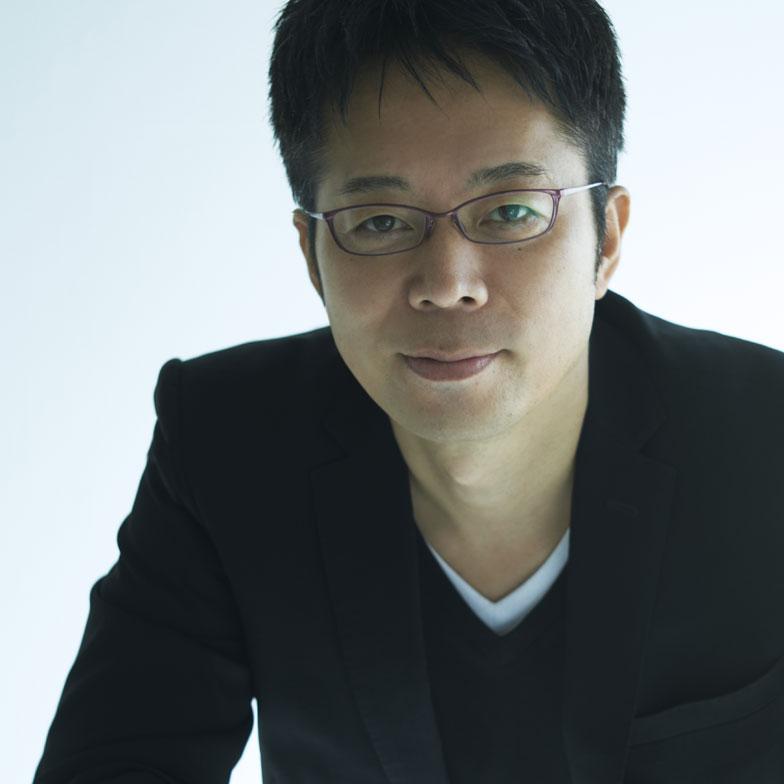 【画像3】吉岡徳仁:2000年吉岡徳仁デザイン事務所を設立。 デザインからアート、建築まで幅広い領域において、実験的で革新的なクリエーションは国内外で高く評価され世界のデザイン賞を多数受賞。アメリカNewsweek誌日本版による「世界が尊敬する日本人100人」にも選出(写真/(c) MASAHIRO SANBE)