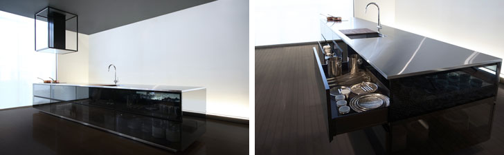 【画像6】ステンレスの幅4.8mもある巨大なワークトップは繋ぎ目が分からないように作られている。80年を超えて培ってきた、トーヨーキッチンスタイル社の職人技術の結晶(写真提供/TOYO KITCHEN STYLE)