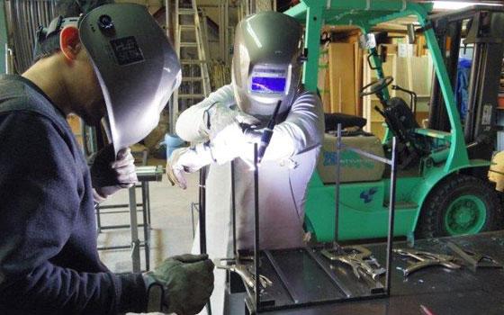 工房でできるDIY。アイアンスツール制作で溶接にもチャレンジ